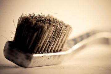 На зубных щетках в общих ванных нашли фекалии